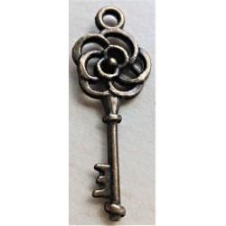 Kovový přívěsek  klíček květinový, 3  cm