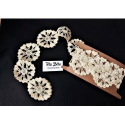 Krajka krémová, kytičky o průměru 5 cm, 1 m