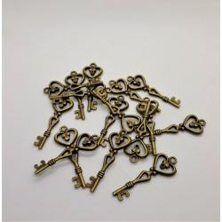Kovový přívěsek, klíček se srdíčkem, 4 cm x 1,5 cm