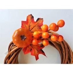 Dýně na větvičce s podzimními bobulkami
