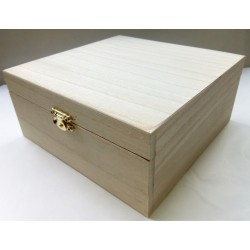 Krabička dřevěná, š.18cm x d.18 cm x v.8cm