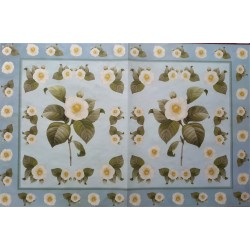 Dekupážní papír Květy na světle modrém pozadí 33 x 48 cm